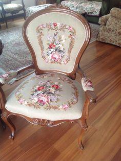 Goblen koltuk....bundan üçtane ve üçkişilik bir kanape işlemişti.......
