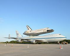#Spaceshuttle #Discovery lands @Dulles today. End of an era.