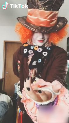 # cosplay of the mad hatter Amazing Cosplay, Best Cosplay, Funny Short Videos, Emo Guys, Tic Tok, Cute Gif, Alice In Wonderland, Funny Pictures, Funny Memes