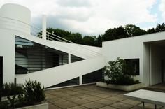 Villa Savoye Architect: Le Corbusier Location: Poissy, France Project Year: 1929