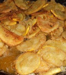 Fried Yellow Squash Recipe things-i-wanted-served-to-me-for-my-last-meal Fried Squash Recipes, Yellow Squash Recipes, Side Dish Recipes, Vegetable Recipes, Fried Yellow Squash, Great Recipes, Favorite Recipes, Food Dishes, Side Dishes