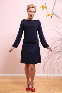 Knee-length dresses - Valeria dress navy blue - a unique product by Mirastern on DaWanda Source by e Belted Shirt Dress, Smock Dress, Tee Dress, Striped Dress, Sewing Dress, Sewing Clothes, Diy Mode, Feminine Dress, Knee Length Dresses