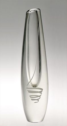 Serpentiini Gunnel Nyman Nuutajärvi Designed in 1947 Bottle Design, Glass Design, Design Art, Vase Centerpieces, Vases Decor, Clear Glass, Glass Art, Glass Bottles, Perfume Bottles