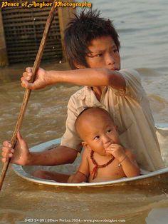 Tonle Sap Lake, Cambodia by Dave Perkes Kids Around The World, People Around The World, Around The Worlds, Precious Children, Beautiful Children, Laos, Foto Face, Fotojournalismus, Fotografia Social
