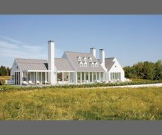 Hugh Newell Jacobsen Crafts a Modernist Haven in Maine Photos Classical Architecture, Residential Architecture, Architecture Details, Architectural Digest, Architectural Drawings, Style At Home, Faia, Modern Farmhouse Exterior, Farmhouse Design