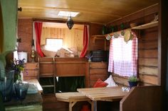 A housetruck that you can stay in by the night in Glastonbury