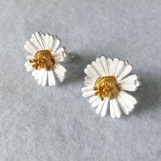 Simple Daisy Stud Earrings Sterling Silver by SilverUniqueJewelry