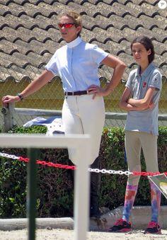 Foro Hispanico de Opiniones sobre la Realeza: La infanta Elena y Victoria Federica la semana pasada en la Costa del Sol