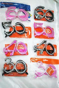 Occhiali Compleanno con Numero 30 40 50 60 Fucsia Nero