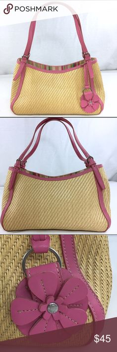 Fossil Vintage Straw Shoulder Bag Pink Trim This vintage straw bag is in very good condition. It has been gently used. The shoulder straps have three settings on them. Fossil Bags Shoulder Bags