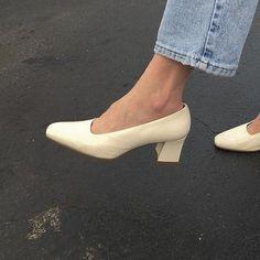 Dr Shoes, Sock Shoes, Me Too Shoes, Aesthetic Shoes, Aesthetic Clothes, Pretty Shoes, Cute Shoes, Beautiful Shoes, Estilo Ivy
