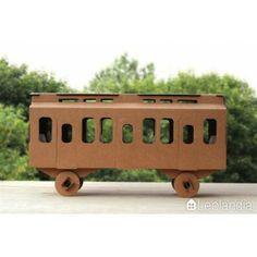 Wagon z tektury - kartonowy wagon do pomalowania. Zabawkowy wagon do złożenia, pomalowania, zabawy. Można dokupić lokomotywę, producent Leolandia