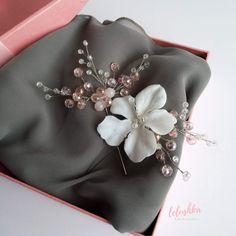Any bride-to-be will definitely look stunning wearing this beautiful hijab wedding pin! Hijab Fashion Summer, Hijab Pins, Wedding Pins, Beautiful Hijab, Looking Stunning, Hibiscus, Hawaiian, Brooch, Bride