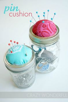 Crazy Wonderful: mason jar pin cushion - tutorial This is genius. Diy Projects To Try, Crafts To Do, Craft Projects, Sewing Projects, Mason Jars, Mason Jar Crafts, Craft Gifts, Diy Gifts, Handmade Gifts