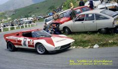 alla Targa del 1973 la Lancia Marlboro portò due Stratos , la fantastica vettura che dal 1974 al 1982 dominerà quasi del tutto incontrastata la scena mondiale rallystica era ancora in via di definizione .