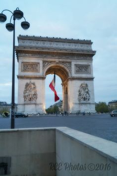 Ready to take the underpass to the Arc de Triomphe so as to avoid the heavy traffic