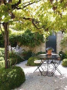 47 Beautiful French Courtyard Garden Design - Go DIY Home Back Gardens, Small Gardens, Outdoor Gardens, Courtyard Gardens, Modern Gardens, French Courtyard, French Patio, The Secret Garden, Romantic Backyard