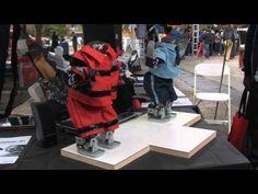 Robôs programados pelos participantes do World Maker Faire em Queens, Nova Iorque, para dançarem o coreano hit pop viral 'Gangnam Style'.