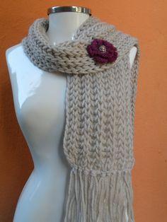 cachecol fio paratapete flor em croche. botão no miolo da flor  www.facebook.com/artesdairis