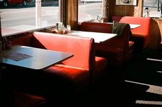 Life is Strange Bar Restaurant Design, Restaurant Restaurant, Restaurant Seating, Restaurant Furniture, 1990 Style, Arcadia Bay, Manu Rios, Architecture Restaurant, Design Café
