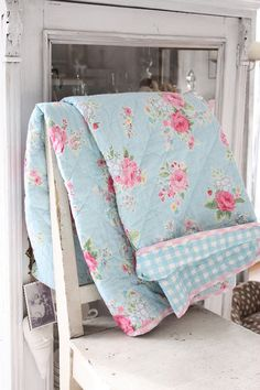 3 Prepared Tips AND Tricks: Shabby Chic Furniture For Sale shabby chic bedding for girls.Shabby Chic Crafts For Kids. Vanity Shabby Chic, Bureau Shabby Chic, Rose Shabby Chic, Cottage Shabby Chic, Shabby Chic Quilts, Shabby Chic Office, Shabby Chic Crafts, Shabby Chic Interiors, Shabby Chic Bedrooms