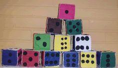 Arpakuutio huovasta pykäpisto-ompelua, sisällä superlonkuutio Crafts For Kids, Arts And Crafts, Grade 1, Maths, Textiles, Toys, School, Crafts For Toddlers, Kids Arts And Crafts