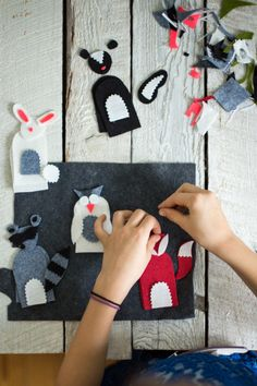 These felt finger puppets are a great craft idea to do with your little ones. Plus you can play with them after! Felt Puppets, Felt Finger Puppets, Hand Puppets, Cute Crafts, Craft Stick Crafts, Felt Crafts, Easy Crafts, Crafts For Kids To Make, Craft Activities For Kids