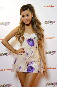 Ariana Grande Photos - Ariana Grande attends the UK Premiere of 'Sam & Cat' at Cineworld 02 Arena on October 12, 2013 in London, England. - 'Sam & Cat' Premieres in London
