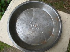 """Vintage 1940s to 1950s Pie Tin With """"W"""" In the Center Metal Dessert Pan Retro Kitchen Plate"""