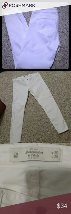 NWOT ABERCROMBIE & FITCH SKINNY JEANS EXCELLENT NEW CONDITION Never Worn !! Perfect for Boots in Fall / Winter Perfect for Sandals in Spring / Summer  Makes a great Closet Staple !! Abercrombie & Fitch Jeans Skinny