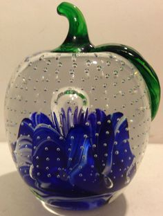JOE ST CLAIR CONTROLLED BUBBLE APPLE GLASS PAPERWEIGHT W/BLUE & WHITE DESIGN