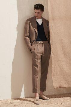 Brunello Cucinelli Spring 2020 Menswear Collection | Tom + Lorenzo Suit Fashion, Fashion Show, Fashion Trends, Fashion Menswear, Latex Fashion, Vogue Fashion, Fashion Books, Fashion Black, Fashion 2018
