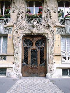 Art-Novueau doorway on 29, Avenue Rapp, Paris, France (by stevecadman). architecture (CW21-5)