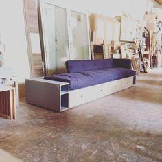 Das Sofa Tudock Mit Stauraum Wurde Diesmal Mit Multiplex Grau Und Eiche  Kombiniert. Der Platz