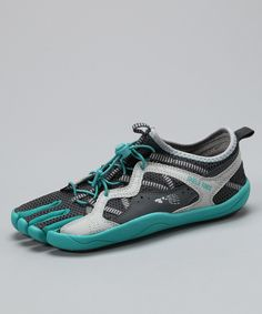 Skele-Toes Bayrunner running shoe