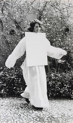 Helena Almeida 1975