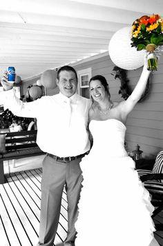 Bride holding flowers, groom holding beer #countrywedding #katelynmurphyphotography