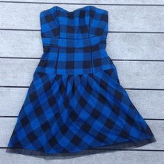 Strapless plaid corset dress Adorable corset dress from American Eagle. Excellent used condition!! Lined with cotton, super soft and at the same time, structured! Sweetheart neck line, exposed back zipper. Fun and flirty rocker style dress! American Eagle Outfitters Dresses Mini