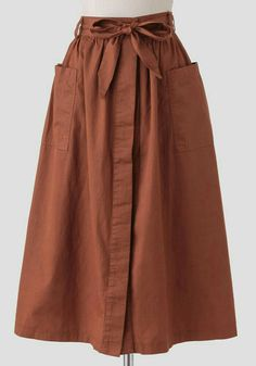We adore this darling rust-brown colored midi skirt crafted in soft cotton and f. - DIY Mode - Kleidung und Accessoires selber machen - Pregnant Tips Muslim Fashion, Modest Fashion, Hijab Fashion, Fashion Dresses, Feminine Fashion, Unique Fashion, Witch Fashion, Look Fashion, Womens Fashion