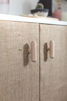 DIY Hessian Cabinet Doors A quick makeover to turn storage solutions into beautiful statement pieces. Make an inexpensive cabinet look amazing with these DIY hessian cabinet doors! Diy Cabinet Doors, Diy Cabinets, Craft Cabinet, Furniture Makeover, Diy Furniture, Plywood Furniture, Modern Furniture, Furniture Design, Woodworking Projects