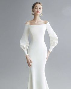 Modern chic wedding dress - Wedding Inspirasi - New Ideas Minimal Wedding Dress, Chic Wedding Dresses, Minimalist Wedding Dresses, Lace Wedding Dress With Sleeves, Sweetheart Wedding Dress, Western Wedding Dresses, Boho Wedding Dress, Bridal Dresses, Modest Wedding