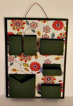 Organizador de materiais de escritório de parede. Cartonagem com revestimento em tecido e papel (verde escuro). Ideal para não ocupar espaço em sua mesa de escritório.