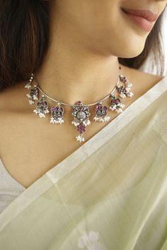 Kundan Jewellery Set, Indian Jewelry Sets, Fancy Jewellery, Jewelry Design Earrings, Diamond Jewellery, Dainty Gold Jewelry, Royal Jewelry, Silver Bangles, Antique Jewelry