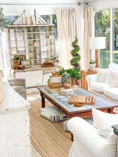 Today we take you to a Florida fixer upper for a delightful home tour of an avid collector! Filled with vintage French farmhouse flea market finds, timeless subway tile and repurposed furniture. Thrift Store Furniture, Refurbished Furniture, Repurposed Furniture, Furniture Refinishing, Furniture Redo, English Country Decor, French Country, Vintage Shelving, Colleges In Florida