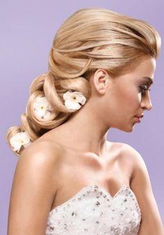 Brudehår blond halv opsat med blomster