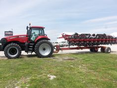 CaseiH Magnum 235 hooked to 1245 Early Riser con planter