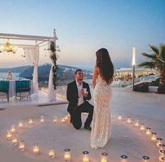 Want to create an unforgettable marriage proposal? We've compiled some of our favourite wedding proposal ideas for you and your loved one. Whether you want something simple, private, romantic or extravagant – we've got you covered. Beach Proposal, Romantic Proposal, Perfect Proposal, Surprise Proposal, Romantic Beach, Romantic Ideas, Romantic Weddings, Romantic Images, Beautiful Images