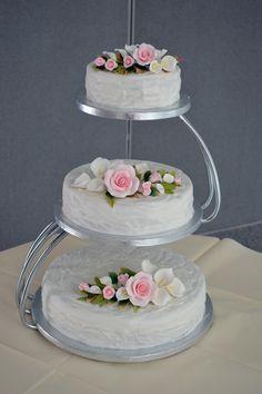 Three Tier Cake Stand Wedding - Wedding Cake : Bridal And Wedding Jewelry 3 Tier Wedding Cakes, Wedding Cake Stands, Wedding Cake Designs, Beautiful Wedding Cakes, Beautiful Cakes, Amazing Cakes, Traditional Wedding Cakes, Cake Decorating Techniques, Decorating Ideas