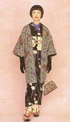 Kimono-hime issue Fashion shoot page 7 Yukata Kimono, Kimono Japan, Traditional Japanese Kimono, Modern Kimono, Oriental Dress, Japanese Outfits, Japanese Clothing, Kimono Design, Japanese Costume