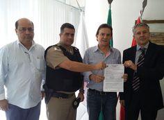 http://www.passosmgonline.com/index.php/2014-01-22-23-07-47/geral/5666-area-municipal-sera-doada-para-nova-delegacia-da-policia-civil